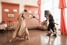 Свадьба в стиле Средневековья. Сражение на мечах