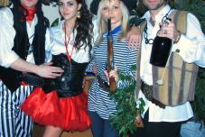 Еще одна пара пиратов спелала свою судьбу в крепкий морской канат!